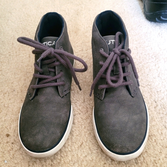 Boys suede-like boots